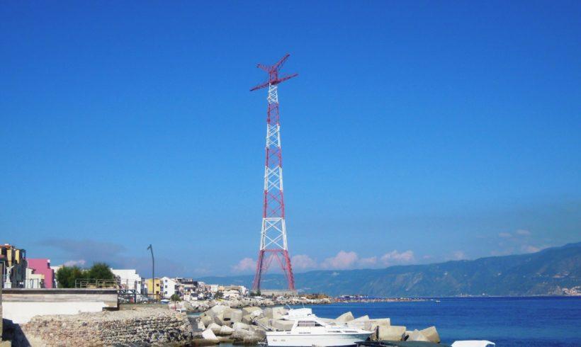 """Le """"Torri Gemelle"""" dello Stretto di Messina: a che servono?"""